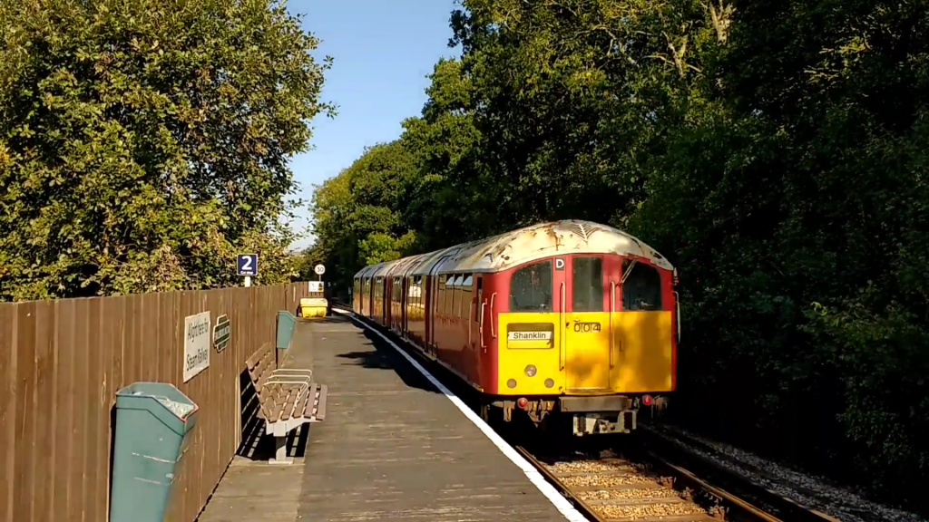 Island Line Class 483 at Smallbrook Junction